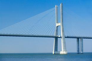 Мост Васко да Гама, Португалия.