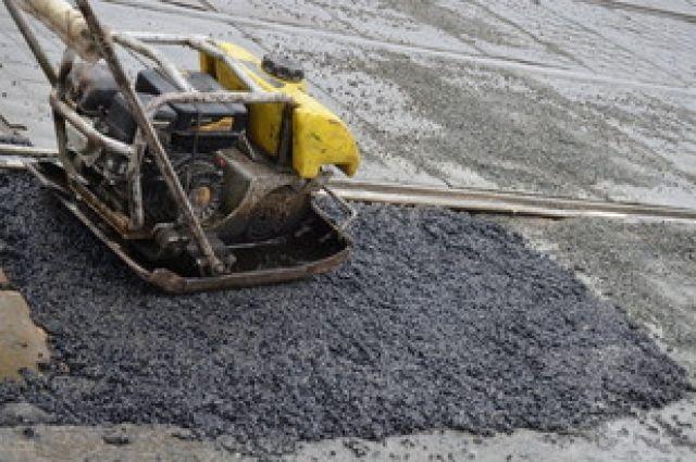 В Екатеринбурге активно «пломбируют» ямы на дорогах