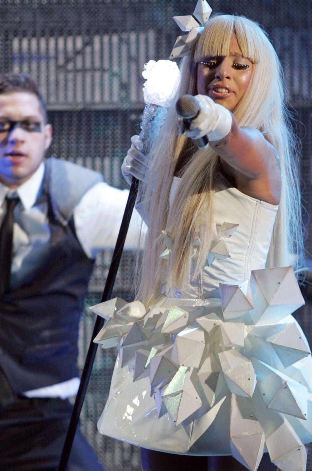 Леди Гага утверждает, что на её стиль оказали влияние Фредди Меркьюри и Дэвид Боуи.