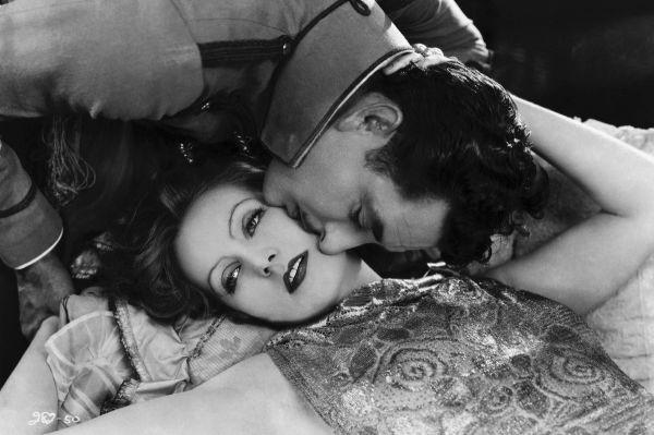 В 1927 году Эдмунд Гулдинг по мотивам романа снял фильм «Любовь», в котором Анну Каренину сыграла суперзвезда Голливуда Грета Гарбо. Режиссёр снял две версии концовки – в американском прокате фильм заканчивался счастливым воссоединением Карениной и Вронского.