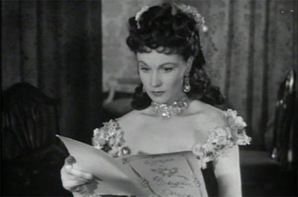 Одна из самых известных европейских экранизаций романа была снята в Жюльеном Дювивье в Великобритании в 1948 году. Анну Каренину сыграла Вивьен Ли. В этой картине режиссёры не стремились достоверно передать атмосферу XIX века, сконцентрировавшись на психологическом аспекте повествования.