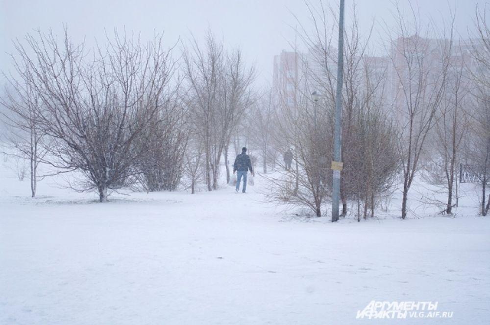 Волгоградцам пришлось сменить весенние куртки на зимние.