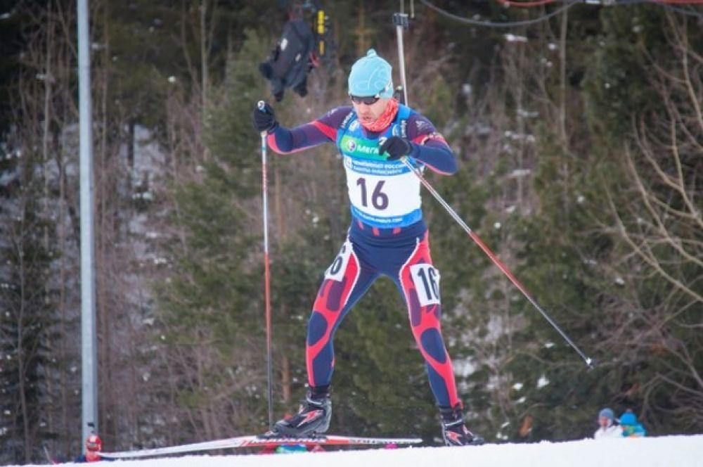 Победителем в мужском спринте на чемпионате России по биатлону с результатом 25:09.2 стал Никита Овчинников из Красноярского края.