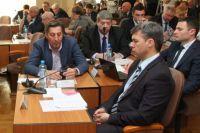 Челябинские депутаты слушают отчет Давыдова по итогам 2013 года.