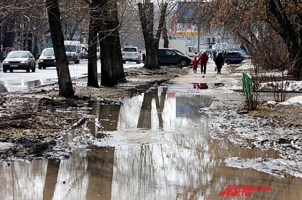 Рекордное отклонение от климатических норм вызвано приходом юго-западного циклона из Казахстана.