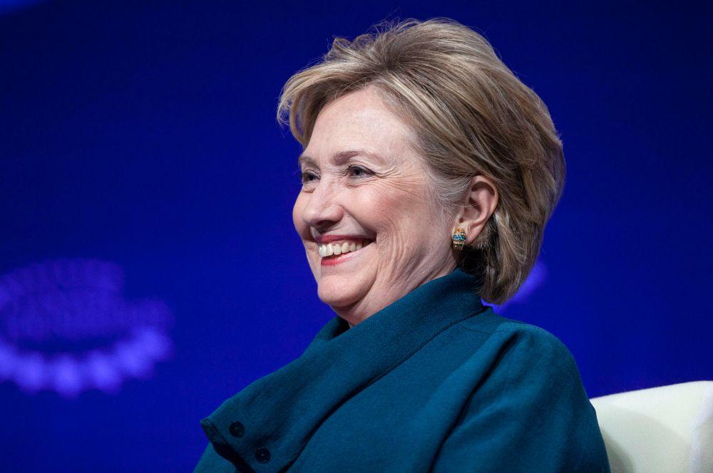 Самой влиятельной женщиной США до недавних пор оставалась Хиллари Клинтон, первая леди страны во времена Билла Клинтона. В администрации Барака Обамы она занимала должность госсекретаря. На этом посту Клинтон декларировала намерения укрепить диалог с другими странами и утверждала, что США необходимо восстановить пошатнувшуюся репутацию.