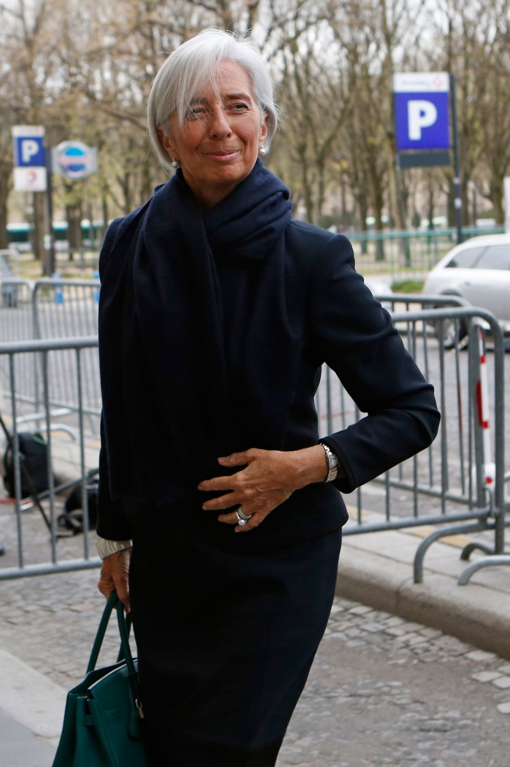 Кристин Лагард сейчас возглавляет Международный валютный фонд, а прежде на протяжении почти тридцати лет работала в компании Baker & McKenzie. После получения высшего образования она начала с должности адвоката, но постепенно доросла до главы Baker & McKenzie, одной из крупнейших в мире юридических фирм. Сейчас французы сранивают её с Марией-Антуанеттой за прямоту и решительность.