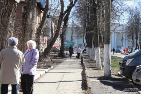 Тулу также накрыла неожиданно ранняя весна. Жители поснимали шапки и вышли на улицу не только в новой одежде, но и в весеннем настроении.