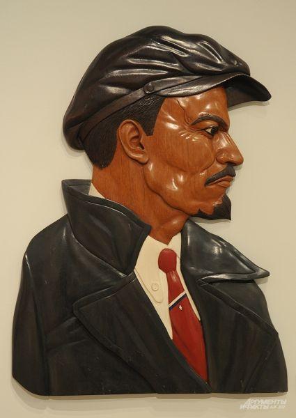 Это уже семидесятые. Ленин в представлении боливийцев. Между прочим, вывезен из Боливии нелегально. Интересно, как сплелись образы двух самых брендовых революционеров – Владимир Ильич носит кепку почти так же щегольски, как Че Гевара свою беретку.