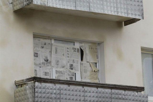 Девочку нашли под балконами многоэтажного дома.