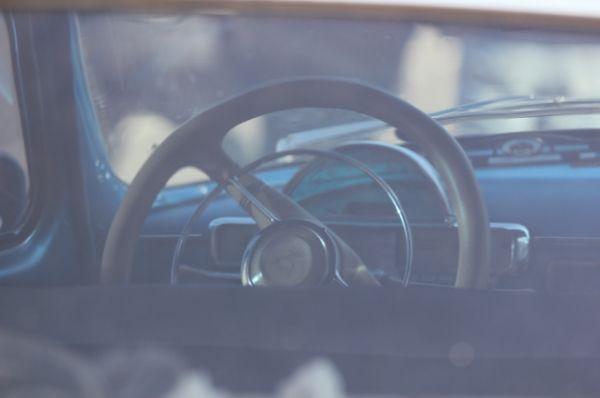 Надписи и маршрут «Москва – Берлин» на блестящих боках некоторых автомобилей – «след» от прошлогоднего заезда, когда участники пробега встречали 9 мая в Берлине, проехав через Белоруссию и Польшу.