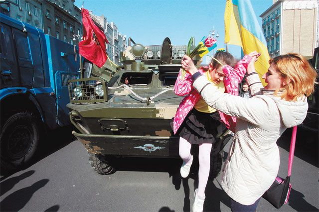 Военная техника на улицах украинской столицы стала привычным атрибутом.