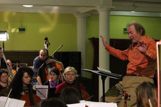 Провинциальные оркестры выкладываются на 200%.