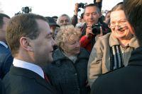 Дмитрий Медведев беседует с жителями Севастополя.
