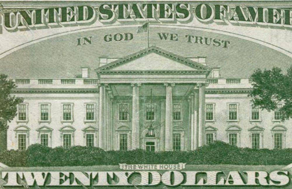 Знаменитая надпись «На Бога уповаем» (In God We Trust) впервые появилась на долларе в 1957 году, а закреплена законодательно лишь в 1963-м. Прежде эта фраза использовалась лишь на монетах в 2 цента.