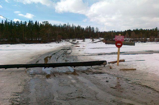 Из-за очень теплой весны в Иркутской области активно закрываются ледовые переправы.