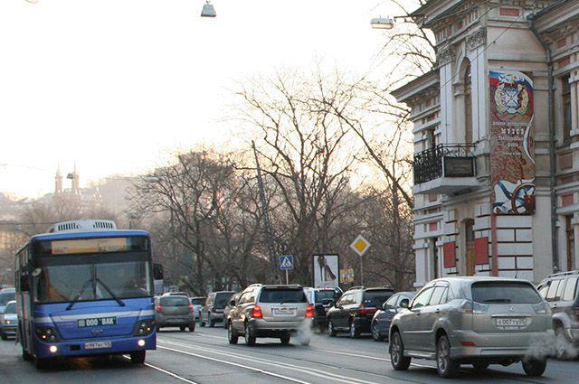 Автобус следует до ж/д вокзала.