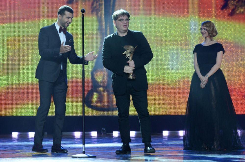 Приз «За творческие достижения в искусстве телевизионного кинематографа» достался режиссёру Валерию Тодоровскому (в центре).