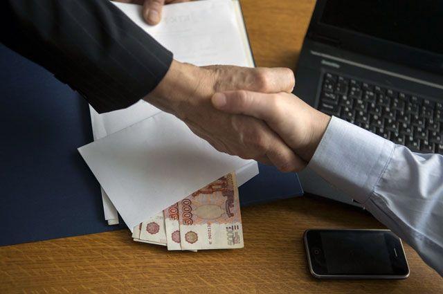 Одного из чиновников Администрации Омска обвиняют в превышении должностных полномочий.