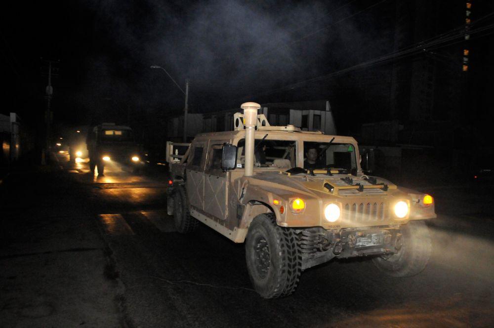 Для эвакуации жителей в таких условиях власти прибегли к помощи военных.