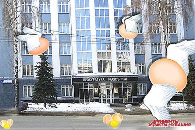 В здание «ока государева» в 2012 году полетели яйца.