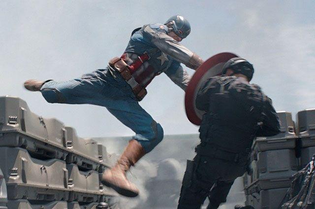 Крис Эванс в роли Капитана Америки. «Первый мститель: Другая война». 2014 год.