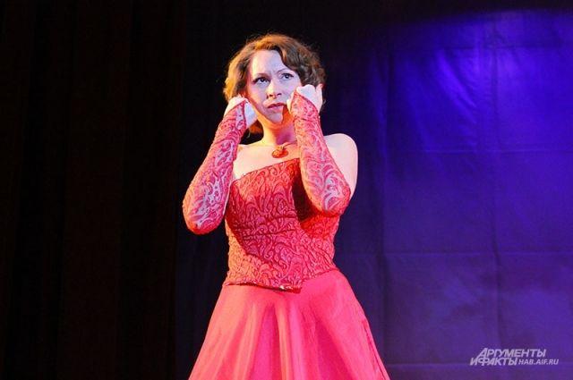 Певица Анна Барановская во время концерта