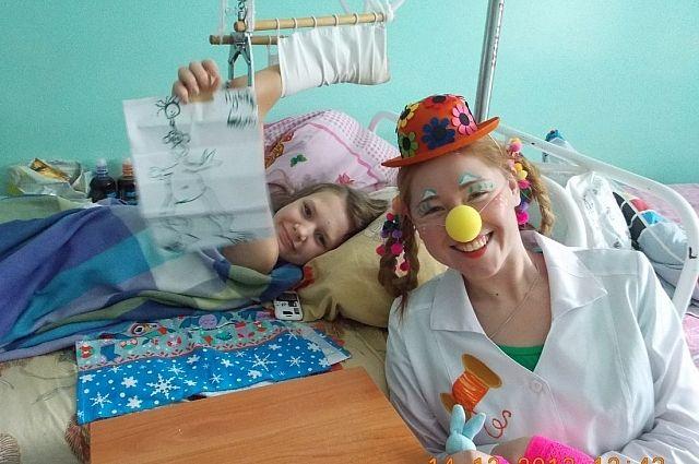 Именно радости нехватает в палатах детских больниц.