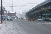 В Омске начали мыть мосты.
