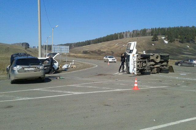 В ДТП с переворотами авто никто не пострадал.