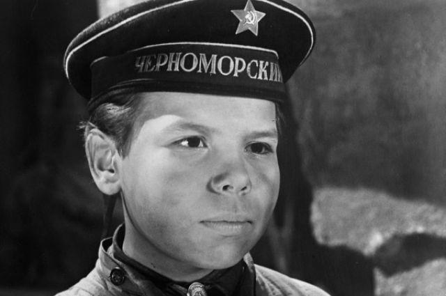 Саша Корнев в роли Володи Дубинина в кинофильме «Улица младшего сына», 1962 год.