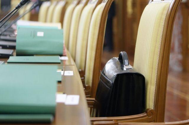 Свердловские слуги народа получают на 110 тыс. меньше чиновников Ямала