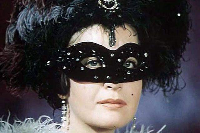 Людмила Максакова в фильме «Летучая мышь» по одноимённой оперетте Иоганна Штрауса. 1979 год
