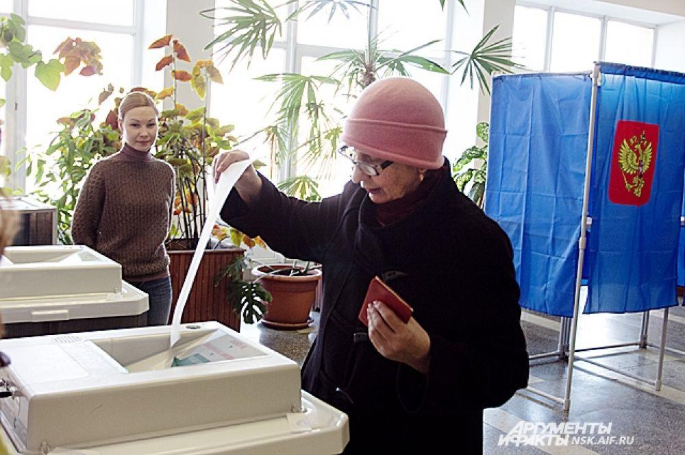 коло 2,5 % жителей областного центра отдали свои голоса за два часа работы избирательных участков на досрочных выборах мэра.