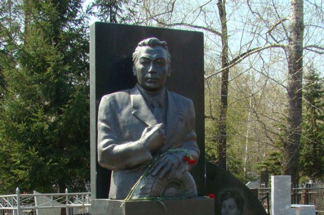 Памятник Петру Буденкину.