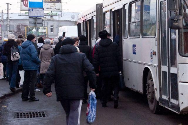 Автобус сбил пенсионера на пешеходном переходе.