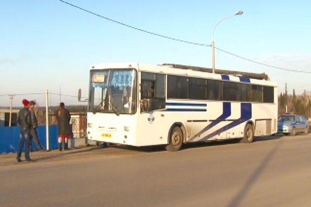 Около Берёзовского инспекторы остановили неисправный автобус