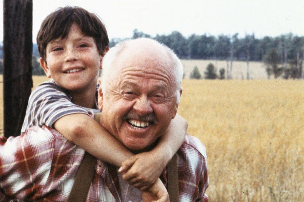 Одной из самых значимых ролей в фильмографии Микки Руни в 1979 году стал образ бывшего жокея Генри Дейли в «Чёрном скакуне». Руни номинировался на «Оскар» за лучшую мужскую роль второго плана, но награду не получил.