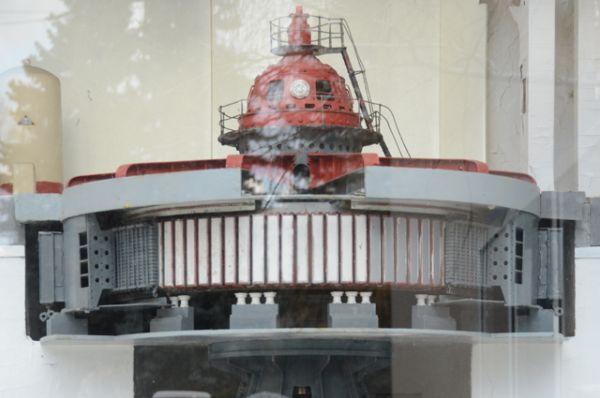 В ходе сооружения ГЭС и ее эксплуатации немало различных сложных строительных и инженерно-технических задач решались по-новому. Впервые в мировой практике советские специалисты обосновали возможность сооружения крупных гидроузлов на нескальных основаниях.