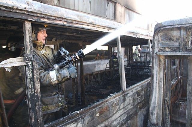 На тушение пожара у огнеборцев ушло более получаса.