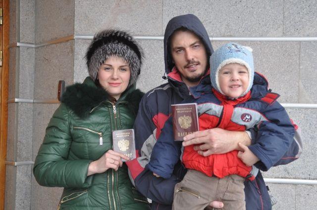 Бывшим гражданам Украины выдали российские паспорта.