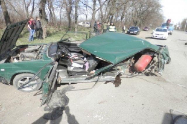 В Ростовской области 27-летний водитель автомобиля «Ваз 2107» превысил  скорость, не справился с управлением и допустил столкновение с автомобилем Honda Accord.