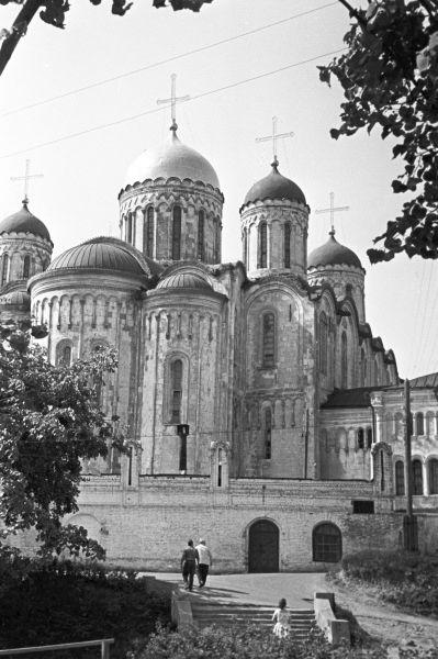Строительство собора проходило с соответствующим размахом – были заказаны мастера из Италии, которые при этом работали в тесном сотрудничестве с отечественными зодчими.