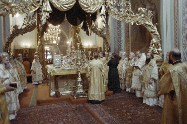Именно в Успенском соборе в 1988 году прошло торжественное богослужение в честь празднования 1000-летия крещения Руси.