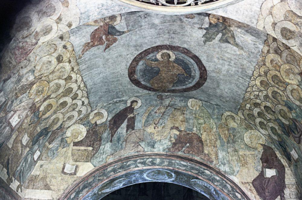 Для росписи собора в начале XV века пригласили ведущего живописца Руси Андрея Рублёва. Он написал множество икон, создал ряд фресок для собора. На данный момент Успенский собор является одним из редких мест, в которых сохранился оригинальный Рублёв.