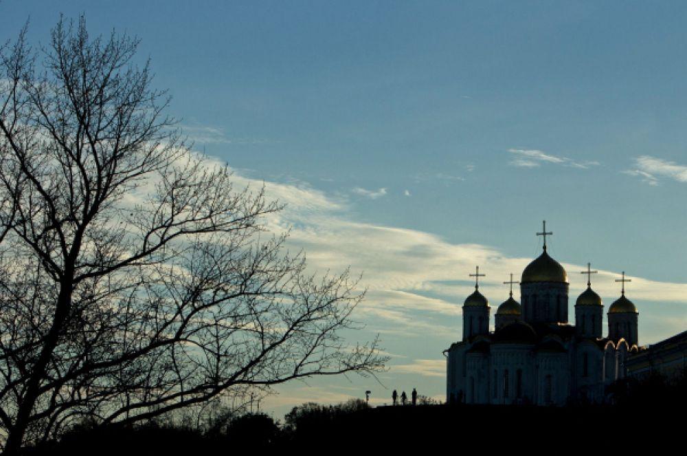 Сам по себе Успенский собор является каноническим образчиком белокаменного зодчества домонгольской Руси. В своё время он послужил примером для поздних соборов, например, Успенского собора Аристителя Фиораванти.