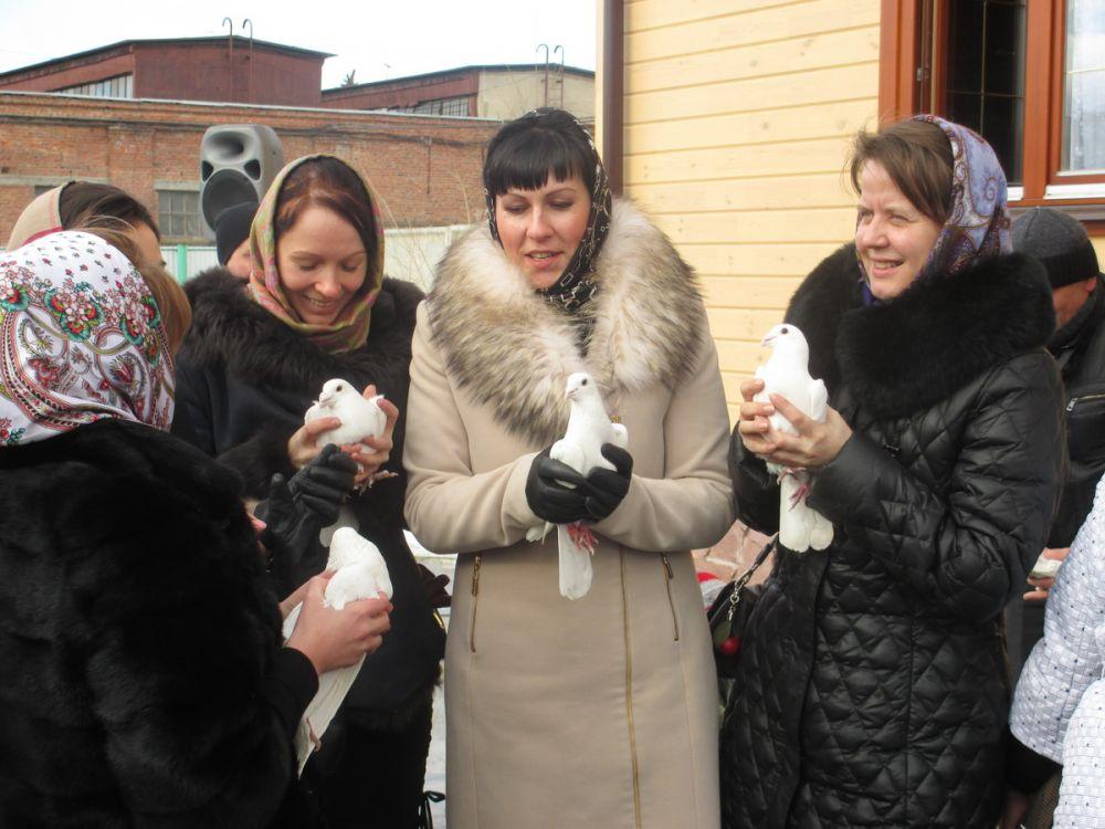 Трогательный обычай выпускать на волю птиц уходит корнями в дореволюционную Россию.