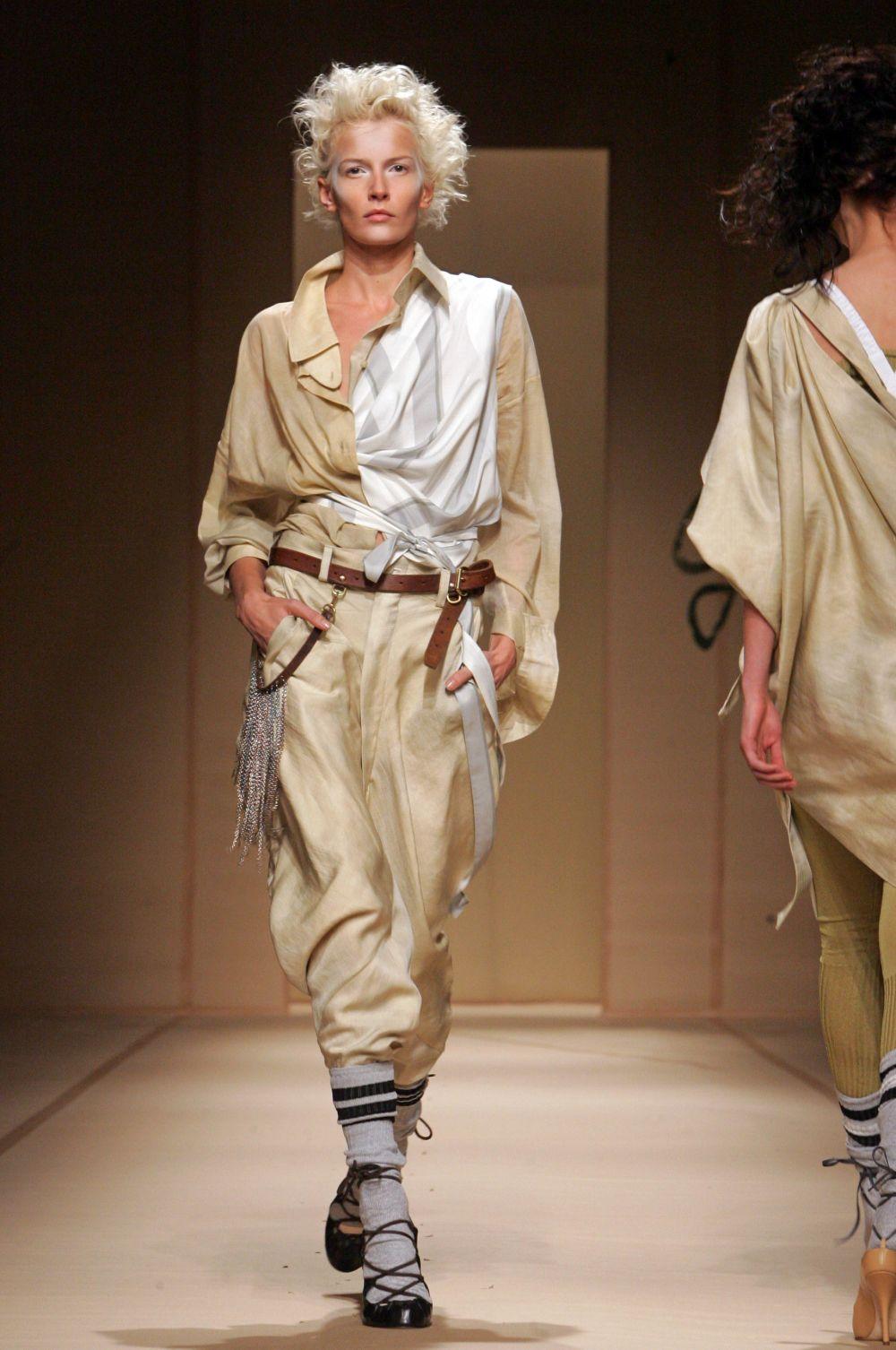 Среди последователей Вивьен Вествуд такие громкие имена как Джон Гальяно, Александр Маккуин и ряд других модельеров.