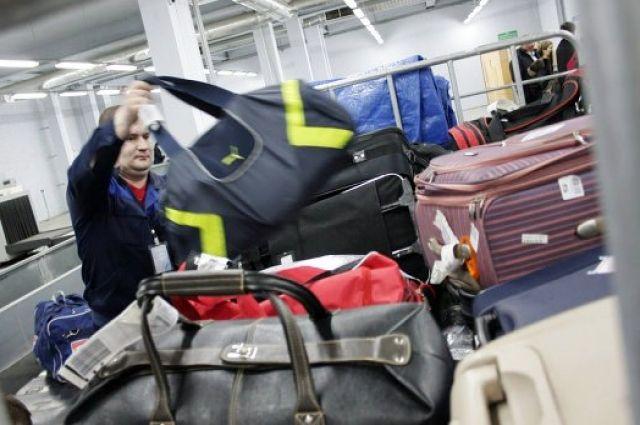 Футболисты ищут багаж