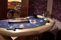 Стол для игры в карты в казино.